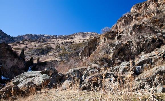 1752582-mountain-landscape-stone-stone-rocky-terrain